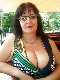 Sensational older GILF is spreading pussy